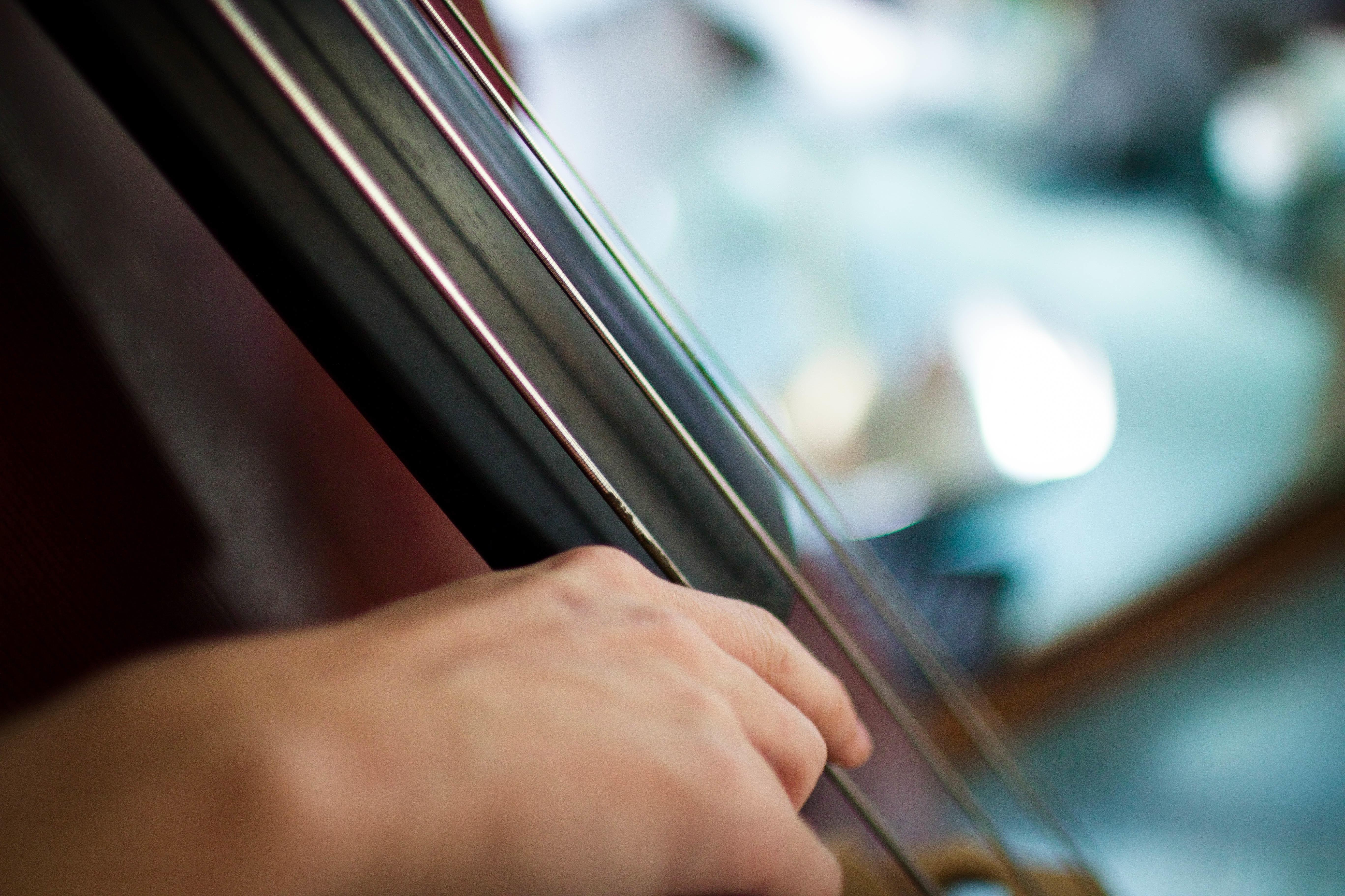 bevægelse med violinbue